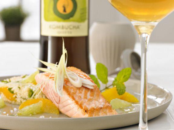 Gegrillte Lachstranchen mit Zitrus-Couscous