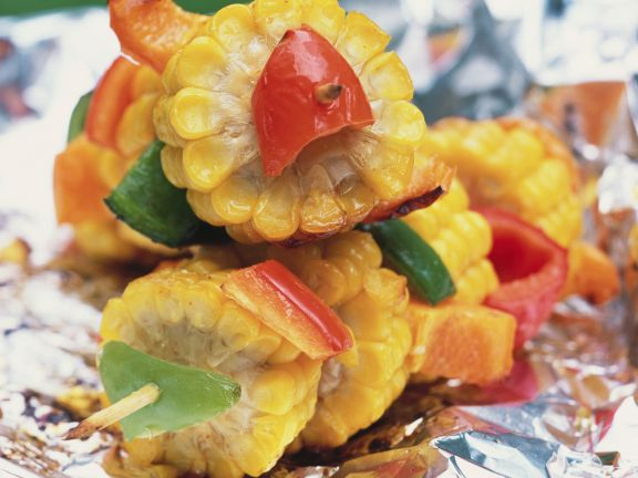 Gegrillte Mais-Paprika-Spieße