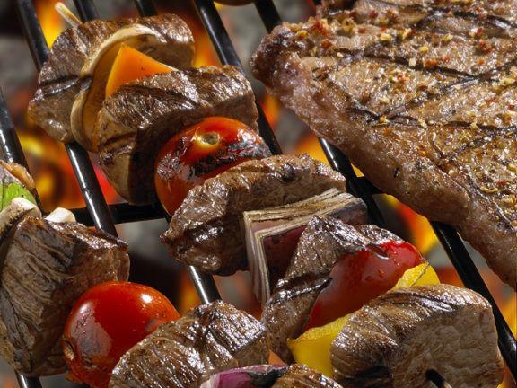 Gegrillte Rindfleisch-Gemüsespieße