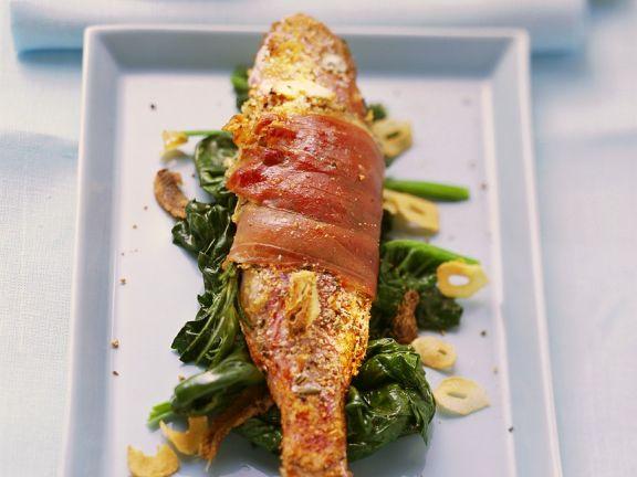 Gegrillte Rotbarbe mit Spinat