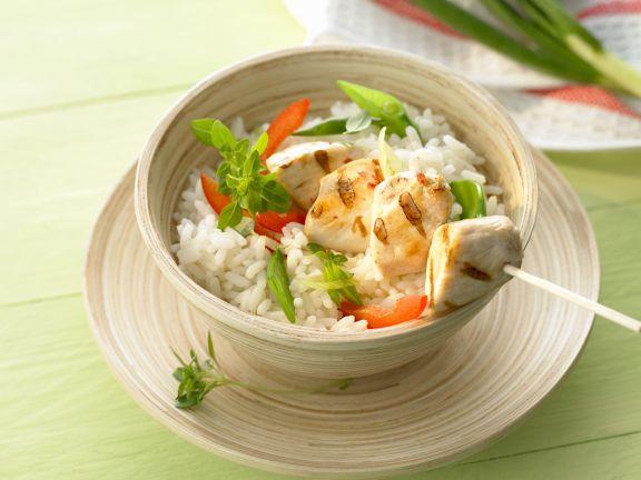 Gegrillter Hähnchenspieß mit Reis und Gemüse