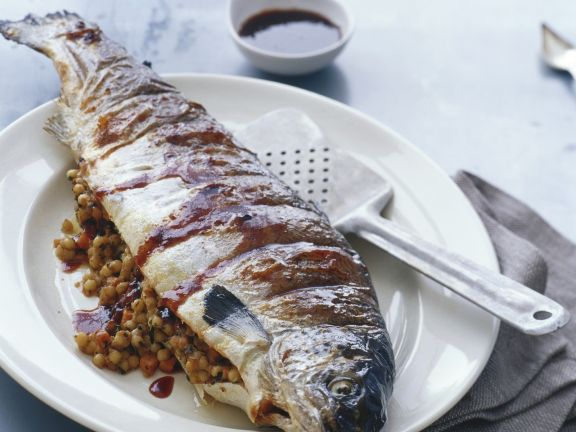 Gegrillter Lachs mit Couscous-Füllung
