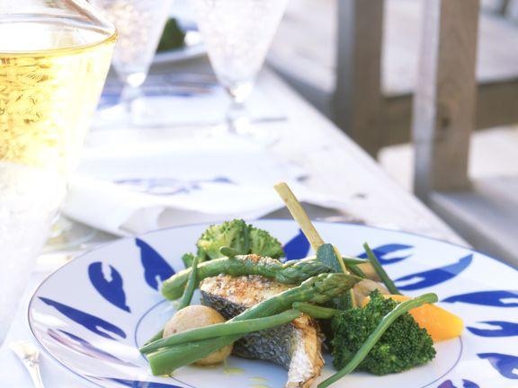 Gegrillter Lachs mit feinem Gemüse