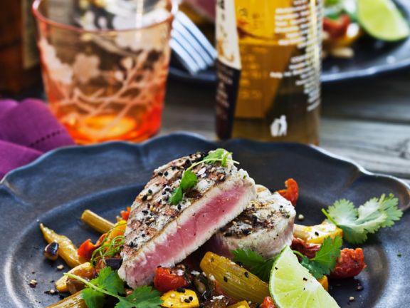 Gegrillter Thunfisch mit Gemüse-Mango-Pfanne