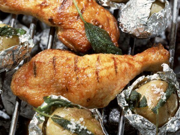 Gegrilltes Honig-Hähnchen mit Salbeikartoffeln