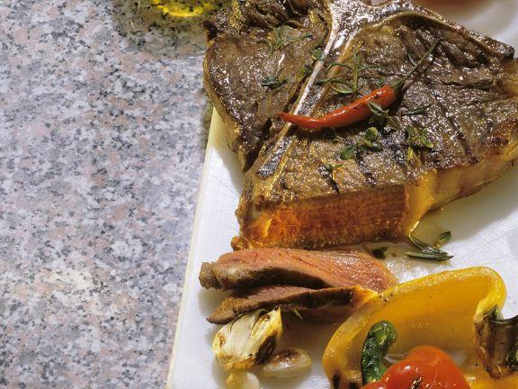 Gegrilltes Steak mit Tomatensalsa