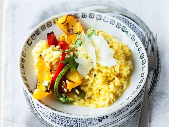 Gelber Reis mit Paprikagemüse