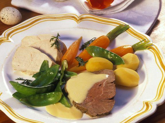 Gemischte Fleischplatte mit Zitronesoße