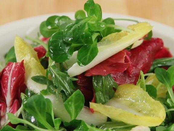 Gemischten Salat herstellen