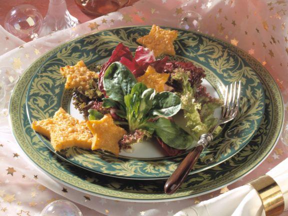 Gemischter Blattsalat mit Polenta-Käse-Sternen