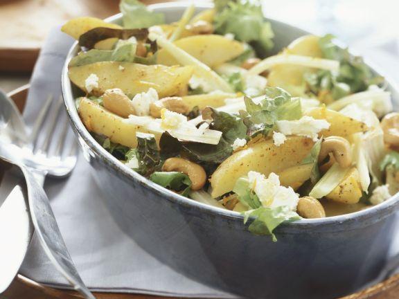 Gemischter Kartoffelsalat mit Cashews und Käse