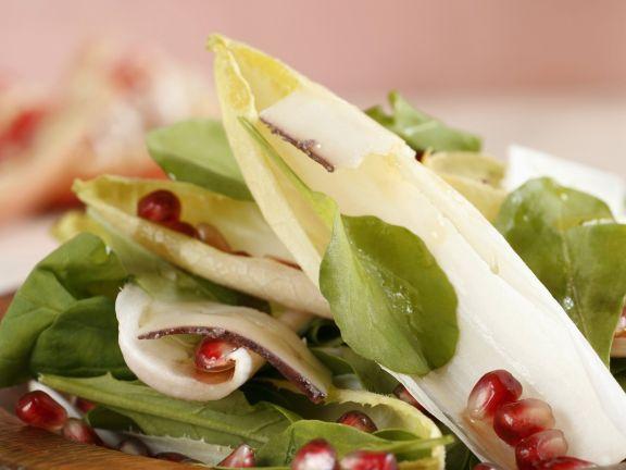 Gemischter Salat mit Granatapfeldressing