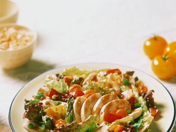 Gemischter Salat mit Hähnchen