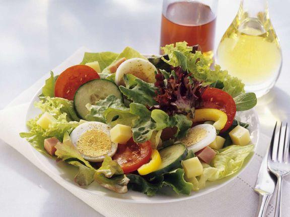 gemischter salat mit k se und ei rezept eat smarter. Black Bedroom Furniture Sets. Home Design Ideas