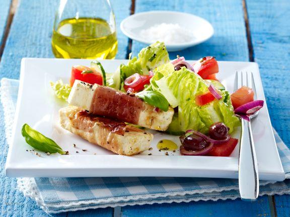 Gemischter Salat mit Käsesticks