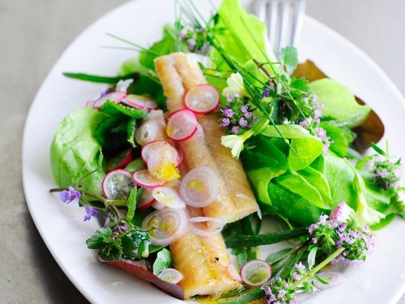 Gemischter Salat mit Räucherfisch