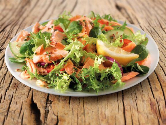 gemischter salat mit r ucherlachs rezept eat smarter. Black Bedroom Furniture Sets. Home Design Ideas
