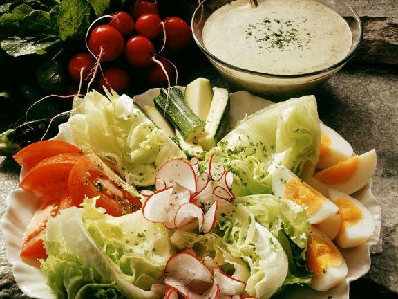 Gemischter Salat mit Sahnedressing