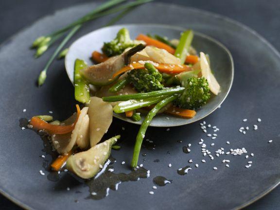 Gemüse aus dem Wok mit Sesam