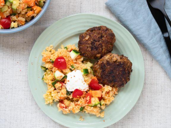 Gemüse-Couscous mit Rinderfrikadellen