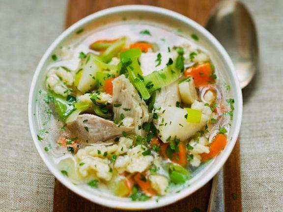Gemüse-Hühnersuppe