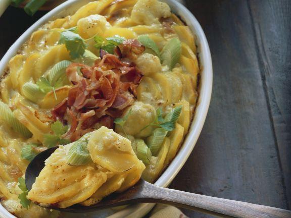 Gemüse-Kartoffel-Gratin mit Speck