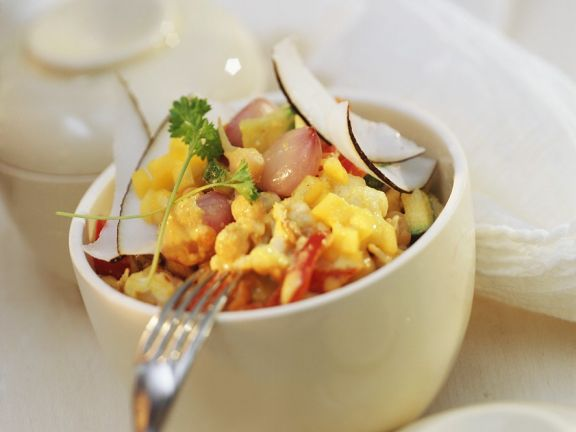 Gemüse-Kokos-Curry mit Mandelsauce und Mango