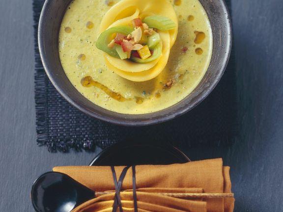 Gemüse-Kokossuppe mit Mango