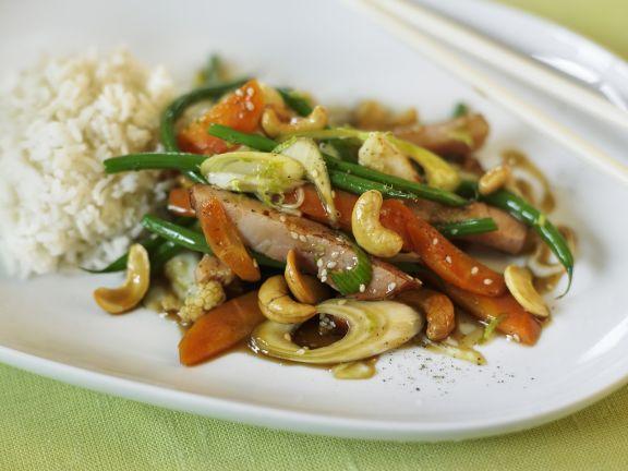 Gemüse mit Kassler, Cashews und Sojasoße aus dem Wok