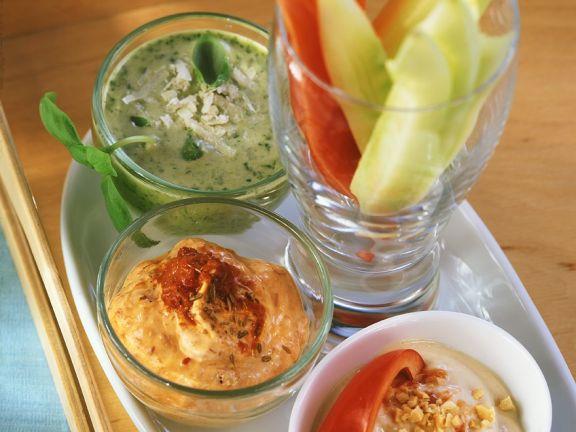 Gemüse mit verschiedenen Dips
