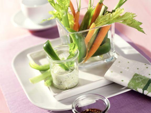 Gemüse-Sticks mit zweierlei Saucen
