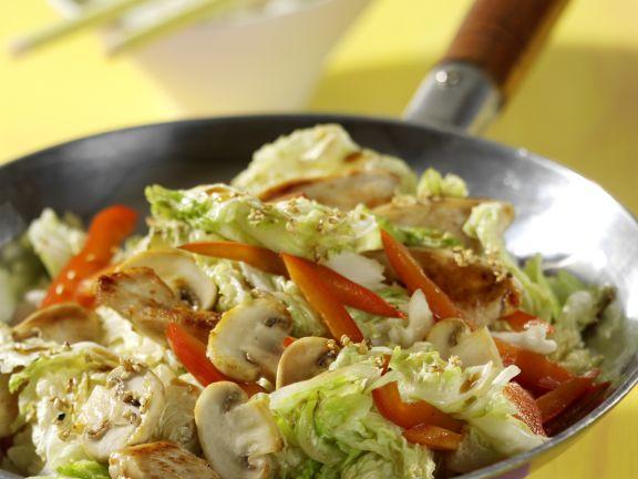 Gemüse-Wok-Pfanne mit Hähnchen