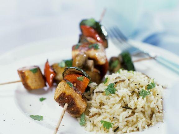 Gemüse-Würstchenspieße mit Reis