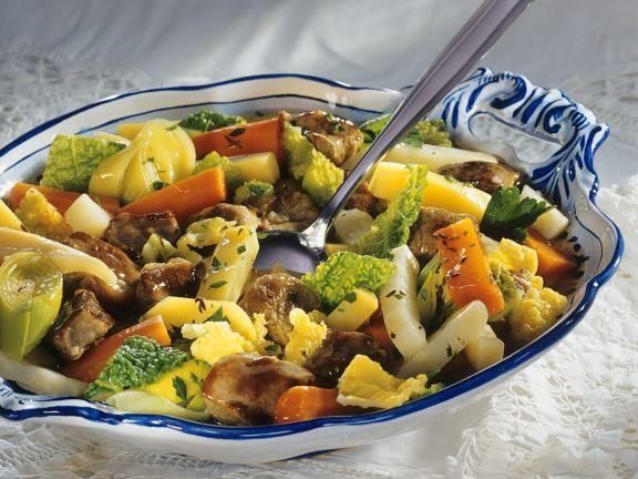 Gemüseeintopf mit gemischtem Fleisch