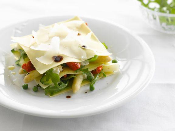Gemüselasagne als Salat mit Spargel