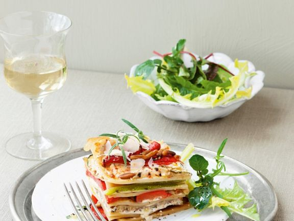 Gemüselasagne mit Pinienkernen und Ricotta