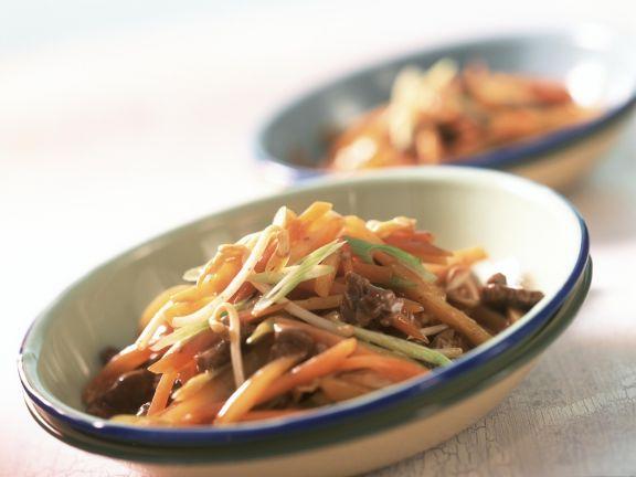 Gemüsepfanne Asiatische Art, mit Rinderfilet
