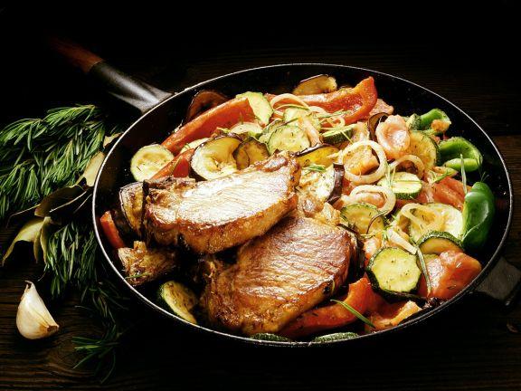 Gemüsepfanne mit Schweinekoteletts