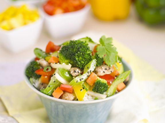 Gemüsepfanne mit Sesam und Reis