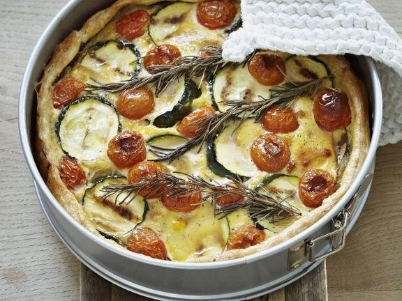 Gemüsequiche mit Champignons, Zucchini und Cherrytomaten