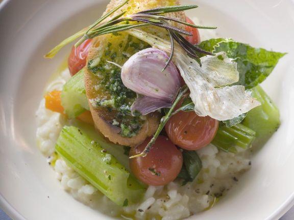 Gemüserisotto mit Röstbrot, Pesto und Rosmarin