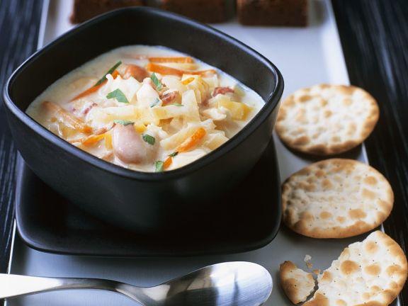 Gemüsesahnesuppe mit Muscheln