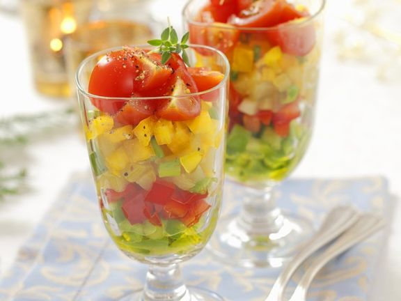 Gemüsesalat in Gläsern