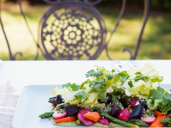 Gemüsesalat mit Avocadocreme
