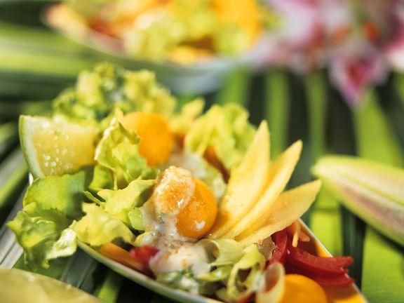 Gemüsesalat mit exotischen Früchten