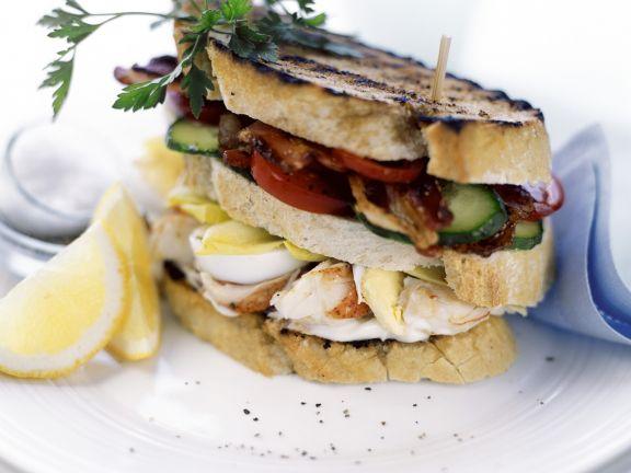 Gemüsesandwich mit Ei und Krebs