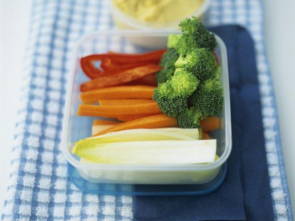 Gemüsesticks mit Kichererbsendip