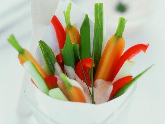 Gemüsesticks mit Meerrettischschmand