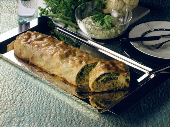 Gemüsestrudel mit Kräutersauce