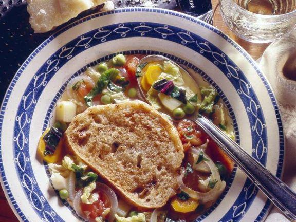 Gemüsesuppe mit Brot
